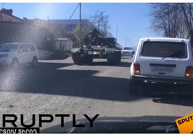 Czołgi na ulicach Stepanakertu