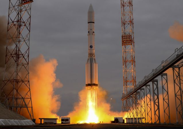 Start rakiety Proton-M z kosmodromu Bajkonur, 14 marca 2016