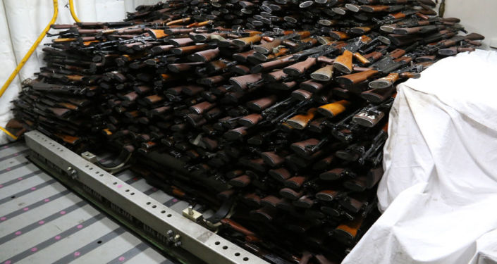 Broń, skonfiskowana przez amerykańską marynarkę wojenną na irańskim statku na Morzu Arabskim