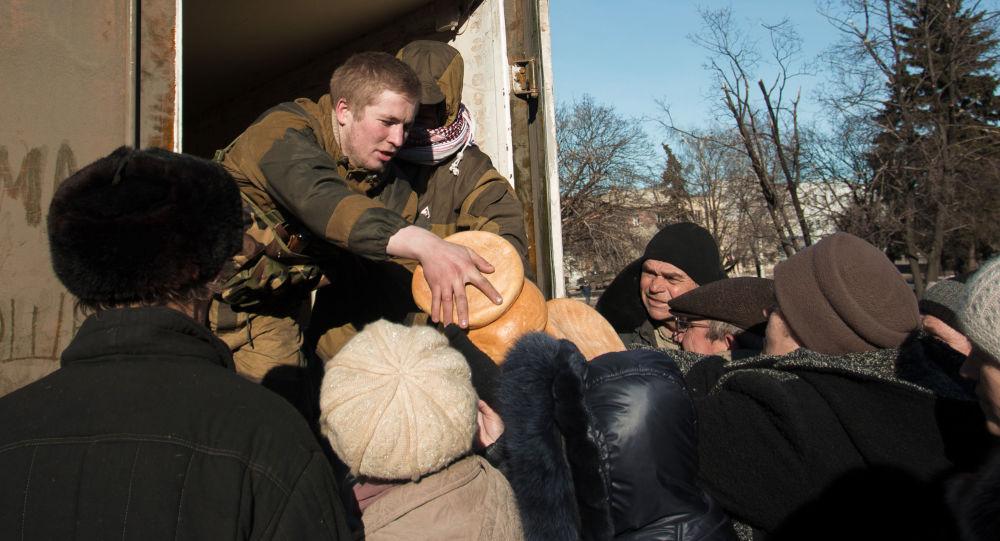 Rozdanie pomocy humanitarnej w DRL