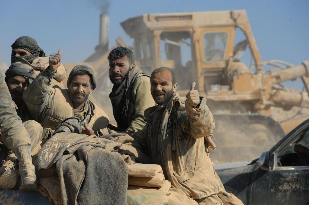 Żołnierze syryjskiej armii i oporu ludowego