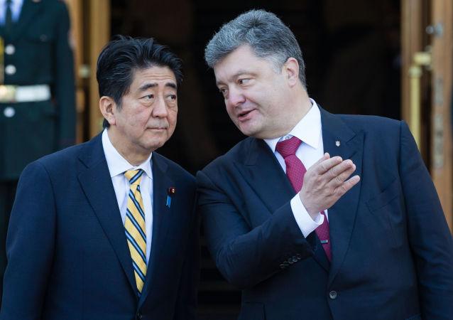 Premier Japonii Shinzo Abe i prezydent Ukrainy Petro Poroszenko w Kijowie