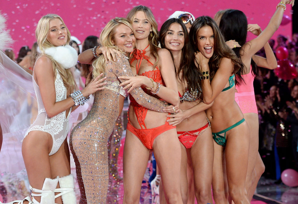 Modelki Elsa Hosk, Candice Swanepoel, Behati Prinsloo, Lily Aldridge i Alessandra Ambrosio na show Victoria's Secret w Nowym Jorku