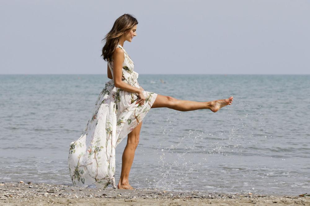 Modelka Alessandra Ambrosio podczas sesji zdjęciowej w Wenecji