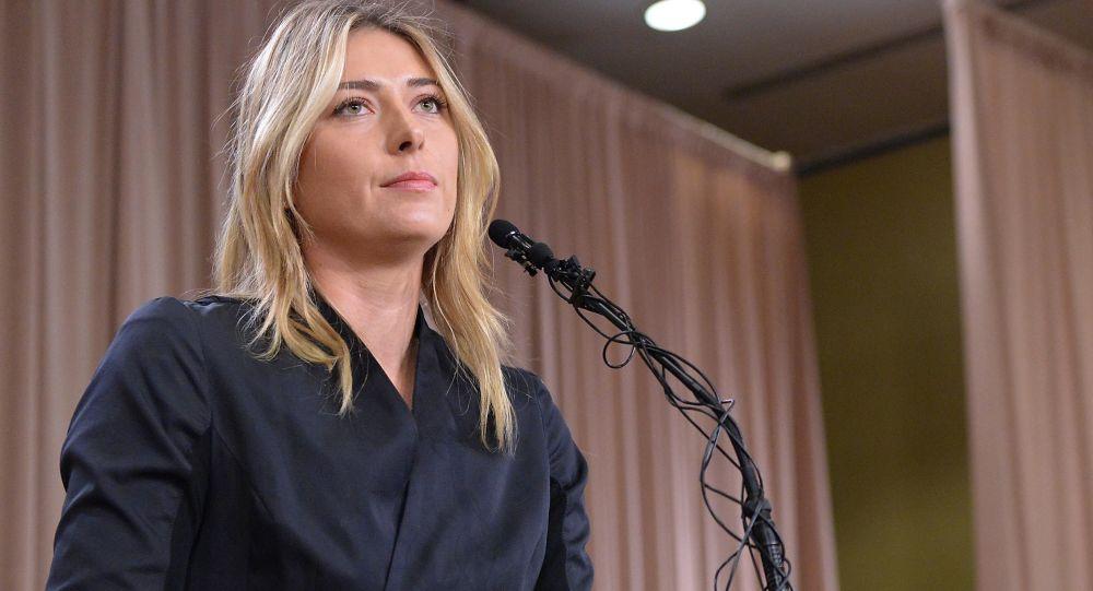Rosyjska tenisistka Maria Szarapowa na konferencji prasowej w Los Angeles