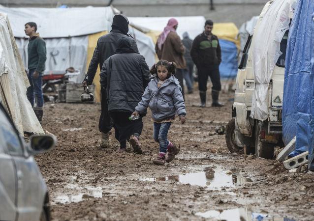 Obóz syryjskich uchodźców w rejonie Bab-al-Salama na północy Syrii, niedaleko tureckiej granicy