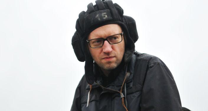 Premier Ukrainy Arsenij Jaceniuk w Międzynarodowym centrum utrzymania pokoju i bezpieczeństwa Akademii wojsk Lądowych na Jaworowskim poligonie w Ukrainie