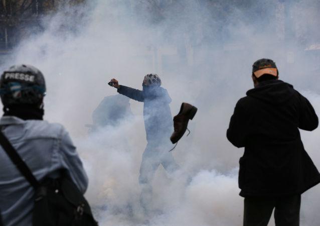 Starcia paryskiej policji z protestującymi