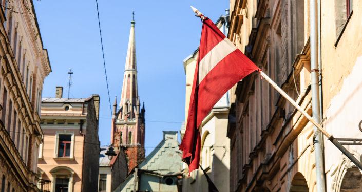 Flaga Łotwy na ulicy w Rydze