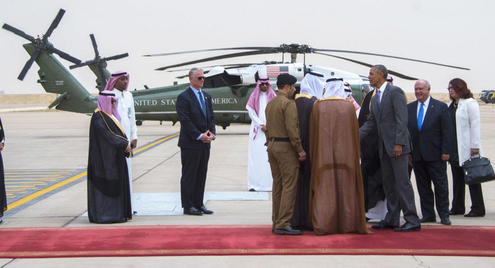 Prezydent USA Barack Obama po przybyciu na lotnisku w Rijadzie w Arabii Saudyjskiej