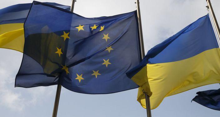 Flagi UE i Ukrainy w Kijowie