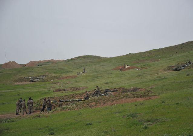 Karabaski czołg na czołowych pozycjach karabaskiej armii