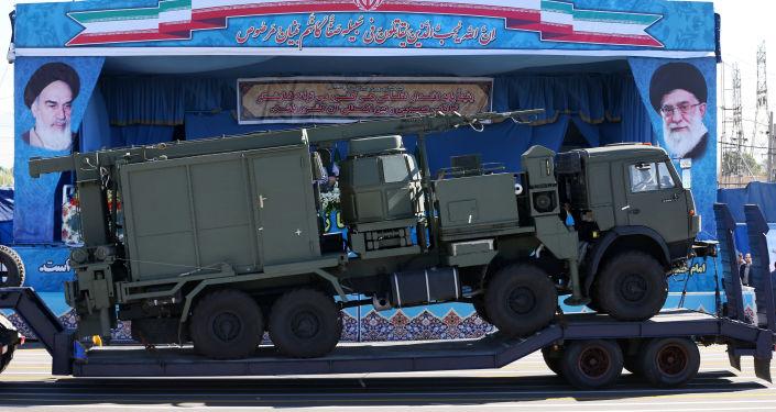 Demonstracja elementów rosyjskich zestawów przeciwlotniczych S-300 podczas defilady wojskowej w Iranie