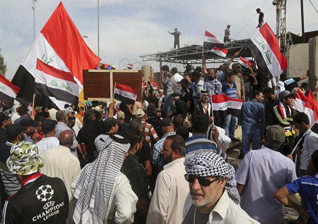 Zamieszki w Bagdadzie. Zwolennicy Muktady al Sadra szturmowali parlament