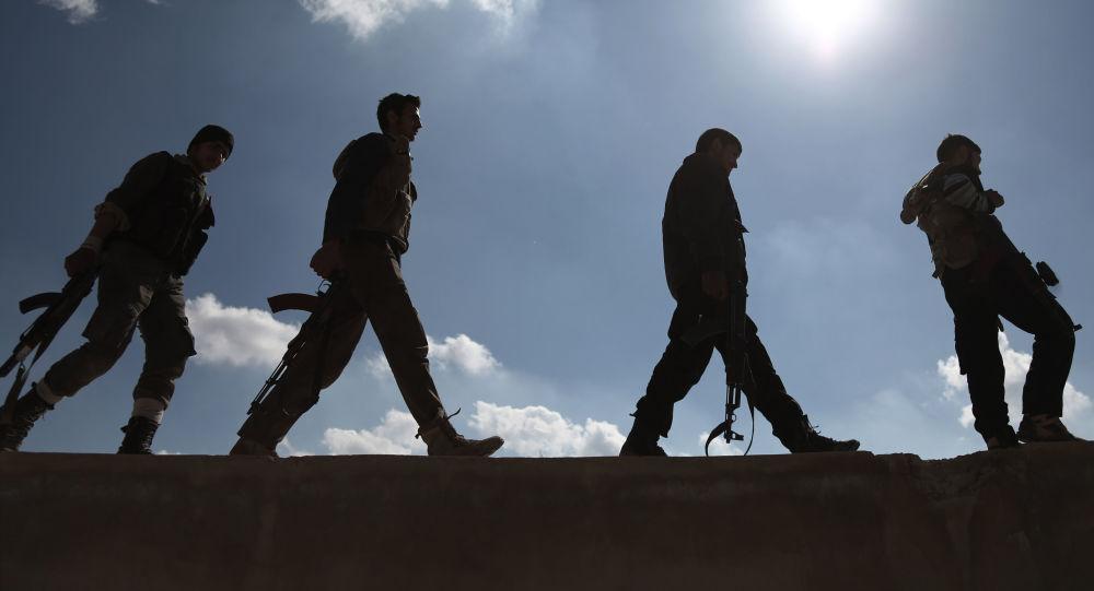 Żołnierze z syryjskiej grupy opozycyjnej Jaish al-Islam