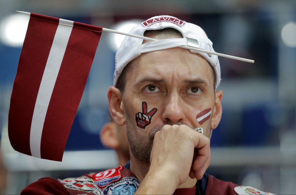 Łotewski kibic podczas meczu Rosja-Łotwa MŚ-2016