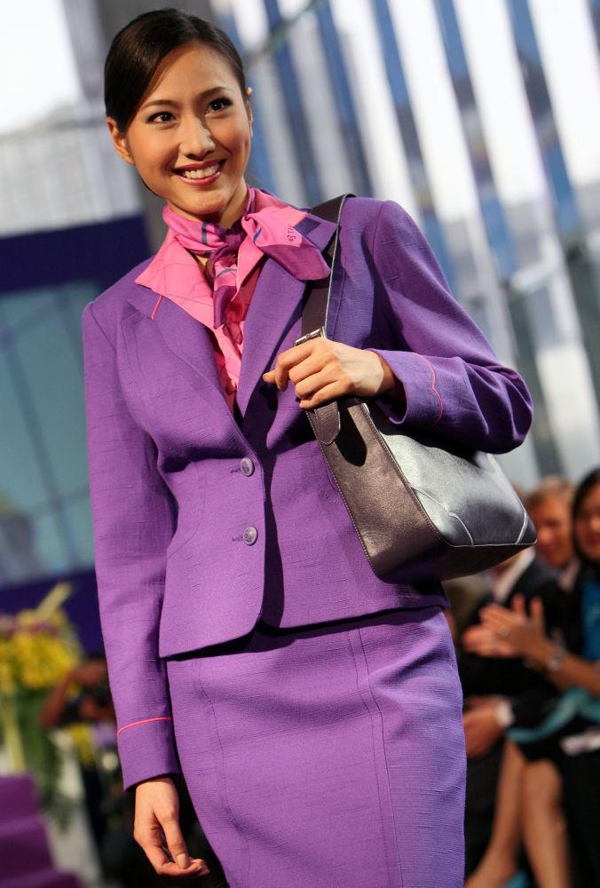 Prezentacja mundurów dla stewardess linii Thai Airways International