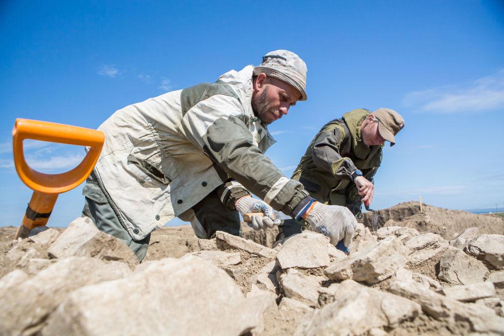 Naukowcy informują, że to rzadkie znalezisko będzie przekazane najlepszym rosyjskim specjalistom numizmatykom, którzy zbadają je dokładniej.