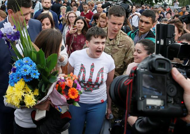 Ukraińska lotniczka Nadieżda Sawczenko na lotnisku Borispol