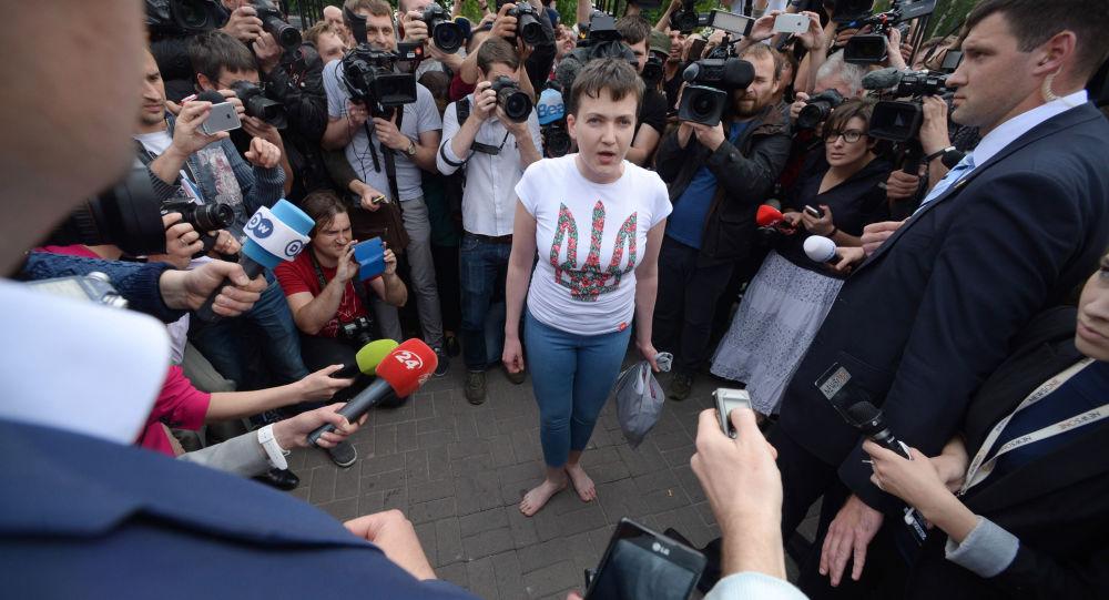 Ukraińska nawigatorka Nadieżda Sawczenko na lotnisku w Kijowie