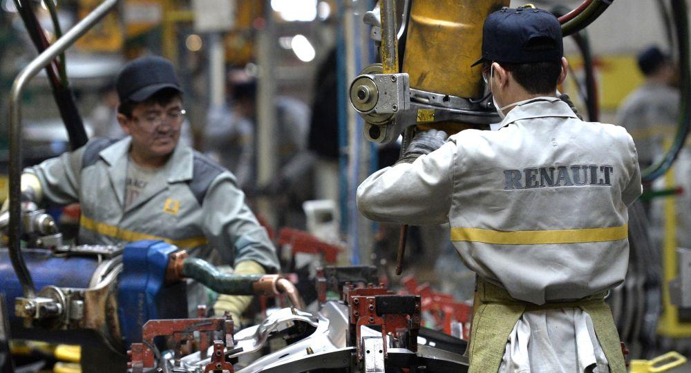 Linia produkcyjna montażu modeli nowego crossovera Renault Kaptur z napędem na wszystkie koła