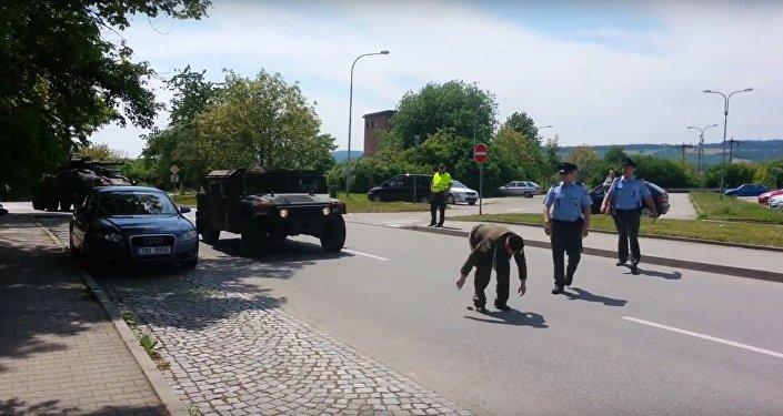 Emerytowany chorąży M. Zapletal wyraził sprzeciw wobec przejazdu przez terytorium Czech konwoju USA zmierzającego na szkolenie NATO
