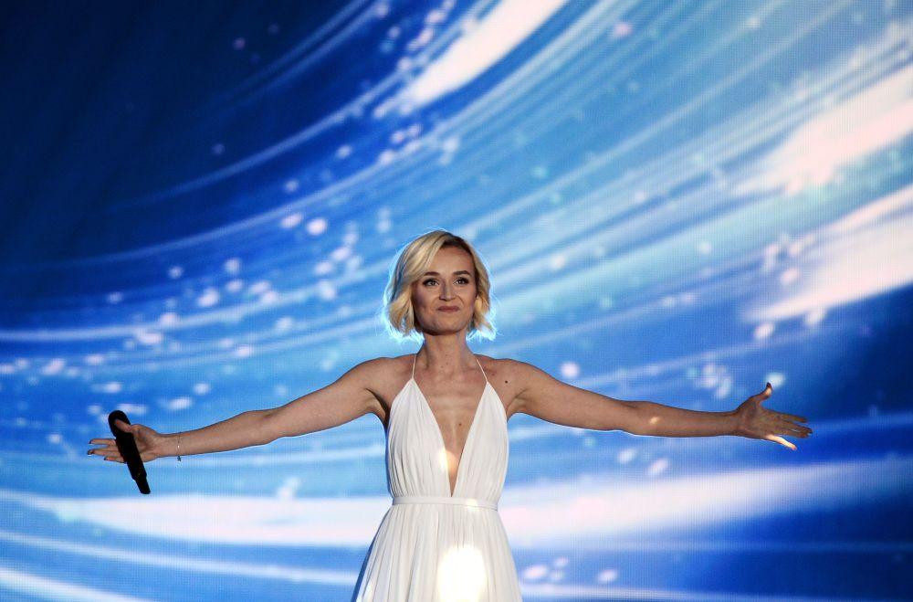 """Piosenkarka Polina Gagarina jest uosobieniem piękna i czułości. Jej pełne wdzięku rysy i magiczny głos oczarowały wszystkich na międzynarodowym konkursie piosenki """"Eurowizja 2015"""", gdzie zajęła drugie miejsce."""
