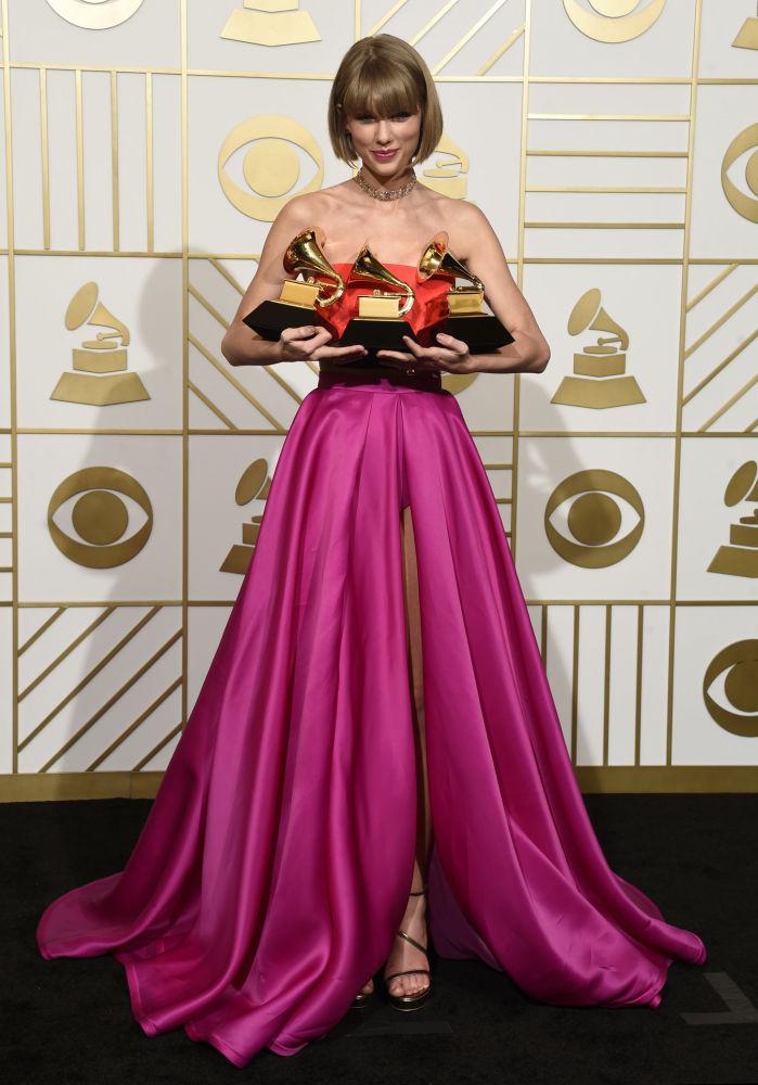 Piosenkarka i aktorka Taylor Swift jest jedną z najjaskrawszych młodych gwiazd. Aktorka pojawiła się stosunkowo niedawno na światowej scenie, ale już osiągnęła wielkie sukcesy.
