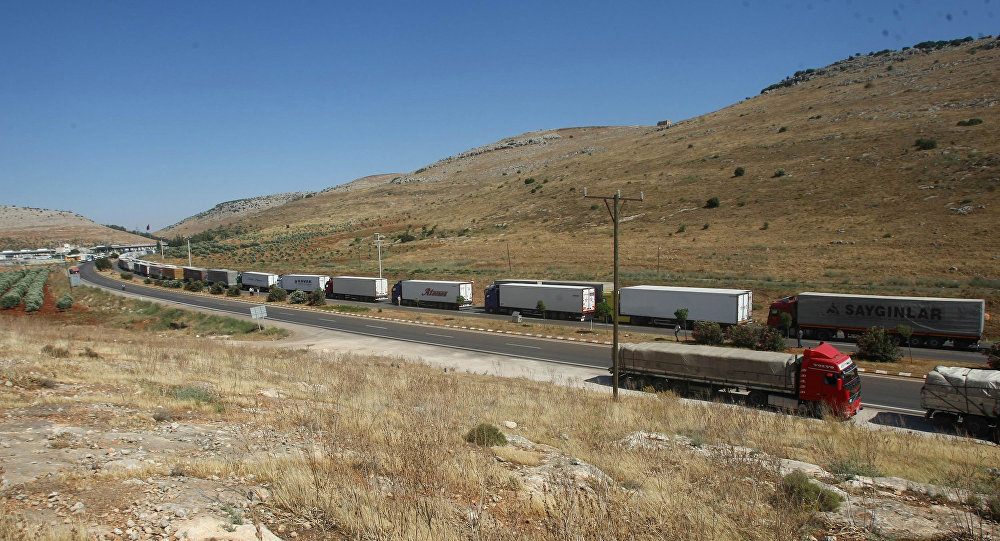 Ciężarówki w pobliżu turecko-syryjskiej granicy
