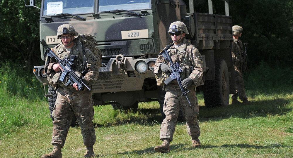 Amerykańscy żołnierze podczas ćwiczeń Fearless Guardian - 2015 na Ukrainie