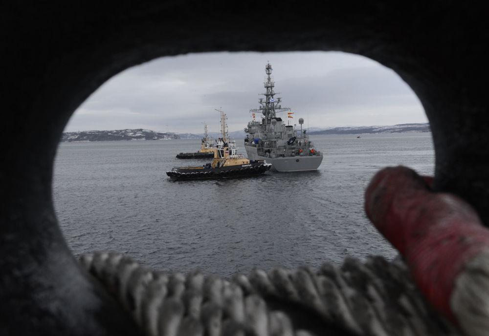 """Duży okręt zwiadowczy pierwszej rangi """"Jurij Iwanow"""" projektu 18280 (nowy specjalny okręt łączności). Jednostki projektu 18280 są przeznaczone do zapewnienia łączności i dowodzenia siłami floty, walki radioelektronicznej, radio- i radiotechnicznego wywiadu oraz monitorowania elementów amerykańskiej tarczy antyrakietowej."""