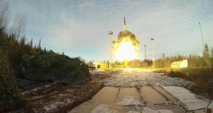 """Start międzykontynentalnego pocisku balistycznego """"Topol z kosmodromu Plesieck w ramach planowej kontroli systemu sterowania Sił Zbrojnych FR"""