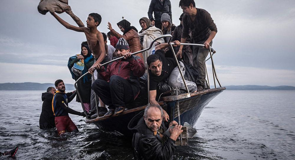 Syryjscy uchodźcy próbują przedostać się na grecką wyspę Lesbos