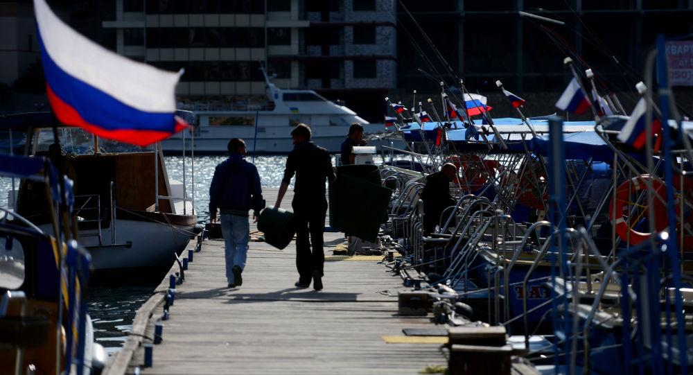 Rosyjskie flagi na jachtach, Bałakława, Krym