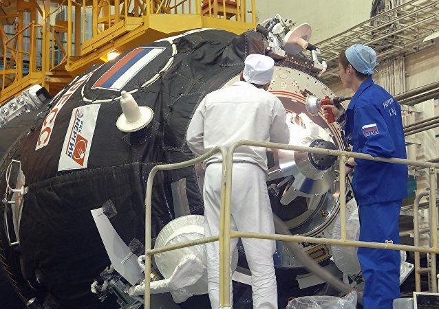 Przygotowanie do startu transportowego statku kosmicznego Progress M-56