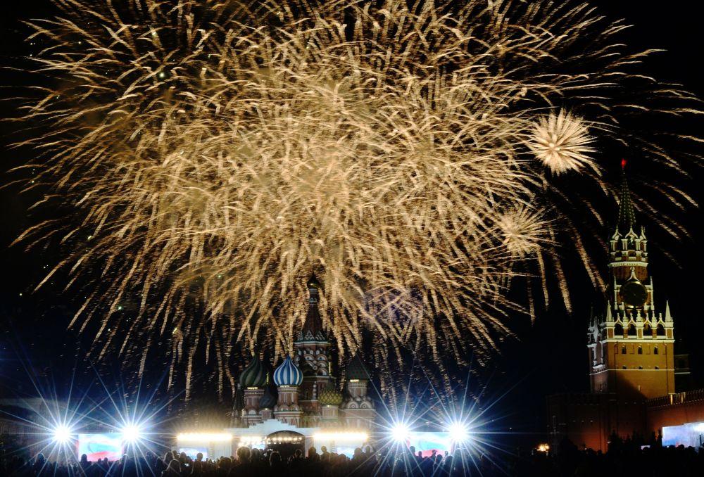 Obchody Dnia Rosji na placu Czerwonym w Moskwie