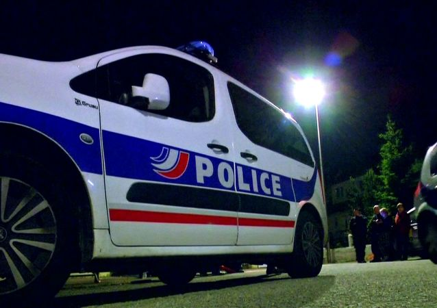 Policja na miejscu zabójstwa policjanta pod Paryżem. Yvelines.