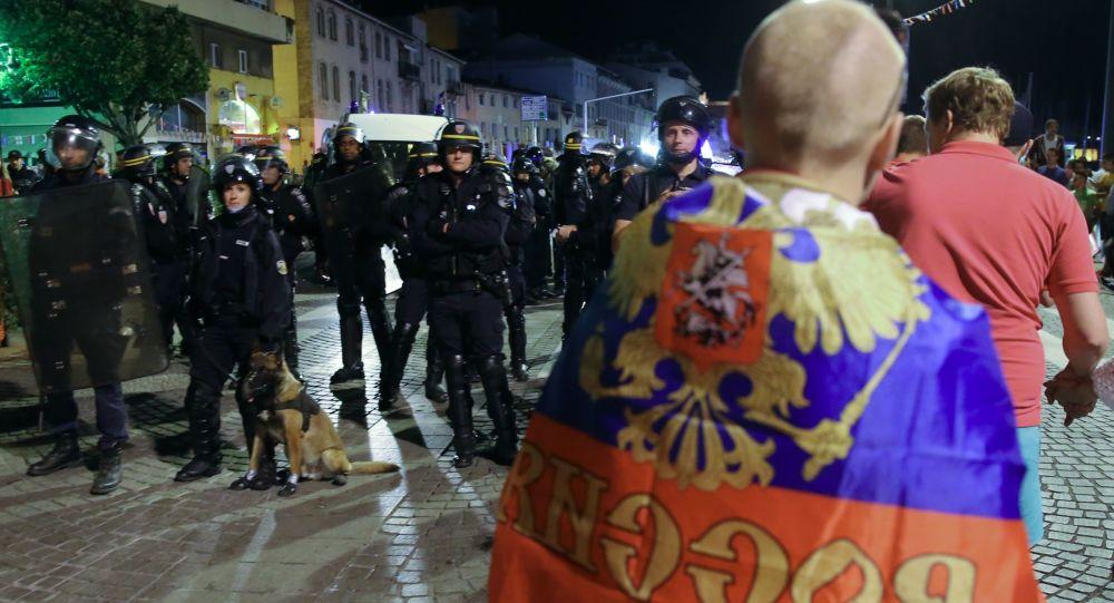 Policja po meczu fazy grupowej Mistrzostw Europy w Piłce Nożnej między reprezentacjami Anglii i Rosji w Marsylii
