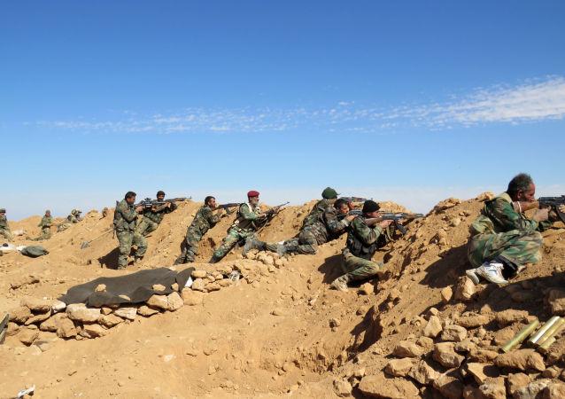 Żołnierze armii syryjskiej w prowincji Rakka
