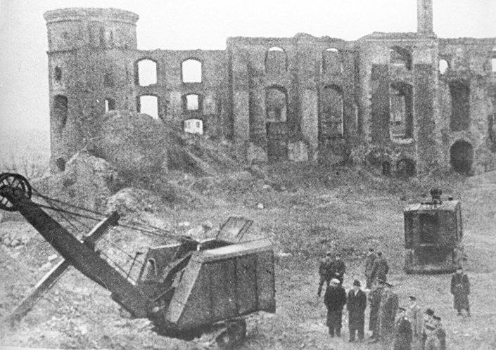 Komisja państwowa prowadzi dochodzenie w zamku królewskim w Kaliningradzie, gdzie w latach 1942-44 po raz ostatni widziano zaginioną Bursztynową Komnatę z XVIII wieku
