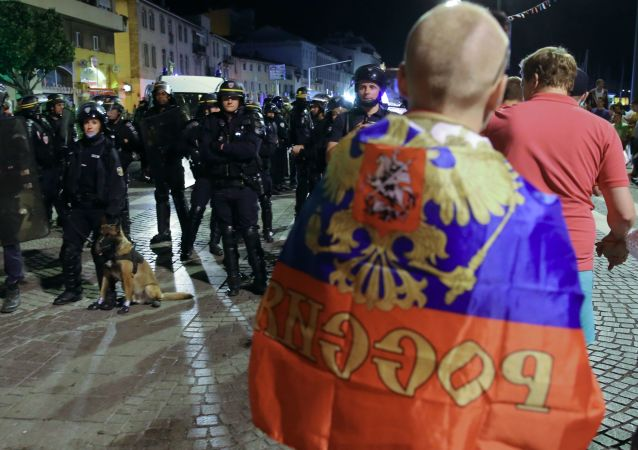 Policja podczas zamieszek w Marsylii