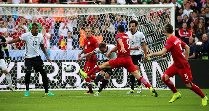Piłka nożna. Euro 2016. Mecz Polska-Niemcy.