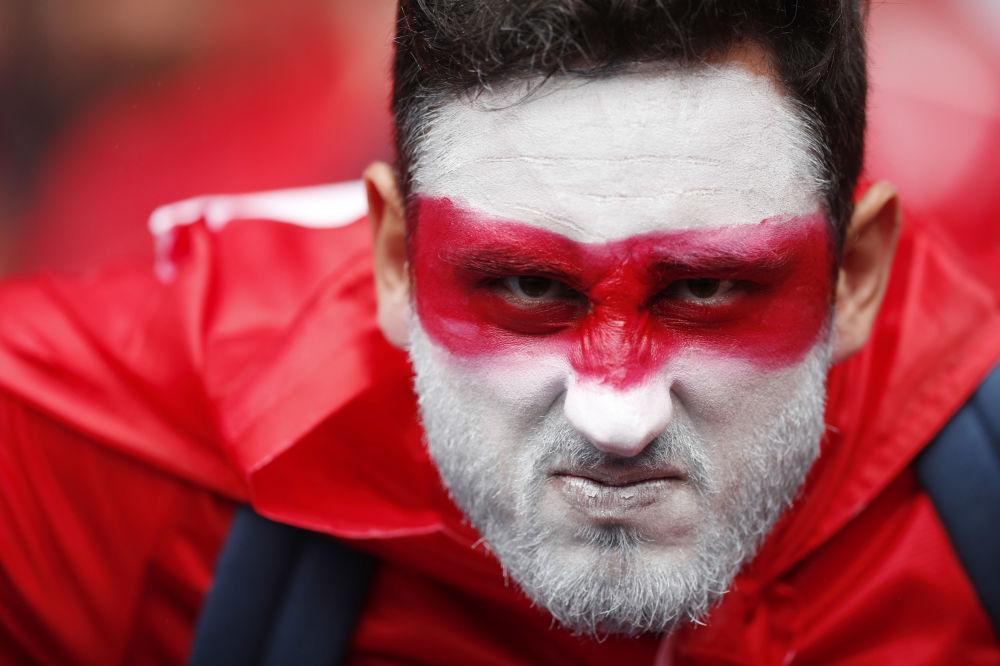 Turecki kibic przed meczem Turcja-Chorwacja podczas Euro-2016