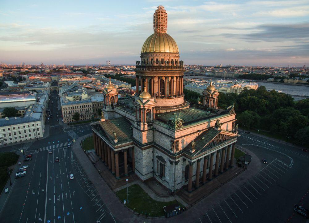 Sobór świętego Izaaka Dalmatyńskiego w Petersburgu