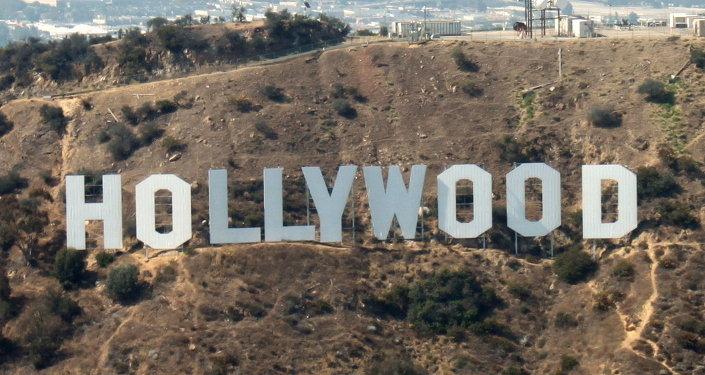 Hollywood Sign, słynny znak z nazwą dzielnicy na zboczu góry Lee