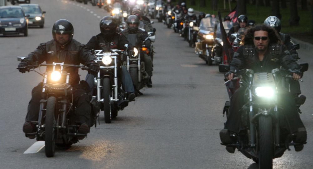 """Członkowie klubu motocyklowego """"Nocne Wilki"""""""