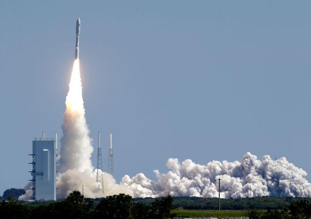 Start rakiety nośnej Atlas V z satelitą nawigacyjnym amerykańskiej marynarki wojennej z kosmodromu na przylądku Canaveral na Florydzie