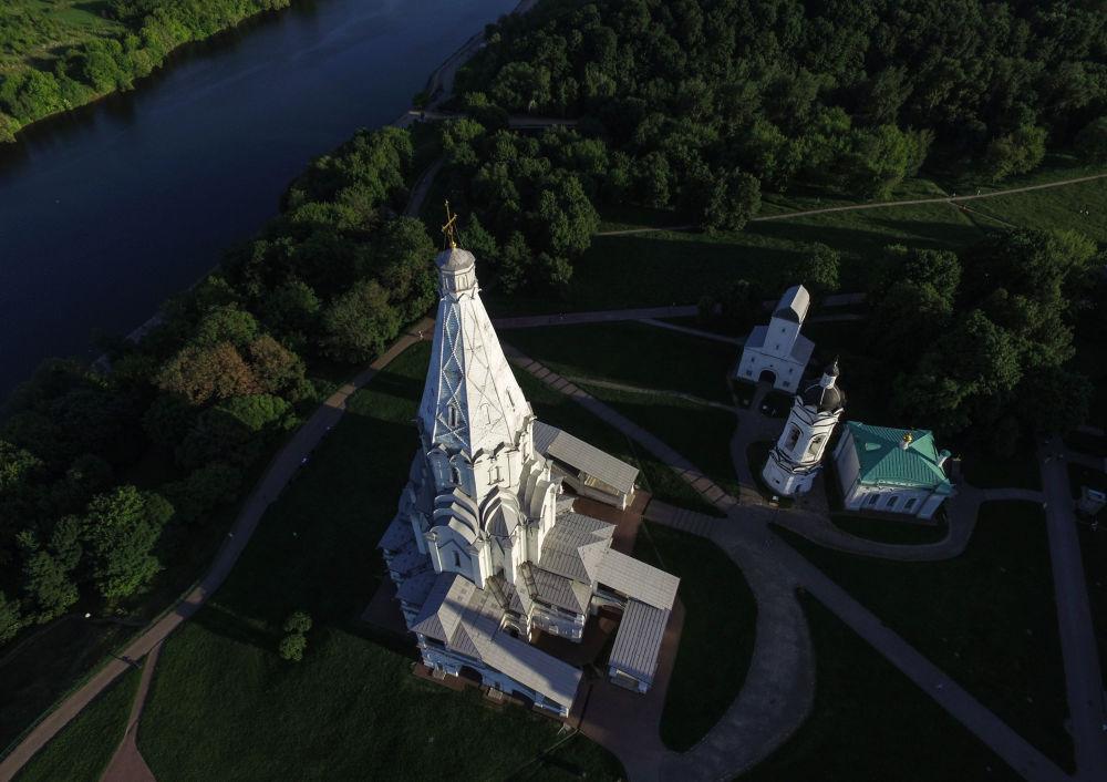 Cerkiew Wniebowstąpienia Pańskiego w Moskwie  na terenie dawnej rezydencji wielkich książąt moskiewskich, a następnie carów w Kołomienskoje