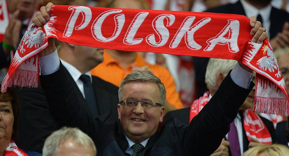 Prezydent Bronisław Komorowski podczas meczu finałowego Polska - Brazylia mistrzostw świata siatkarzy w Katowicach