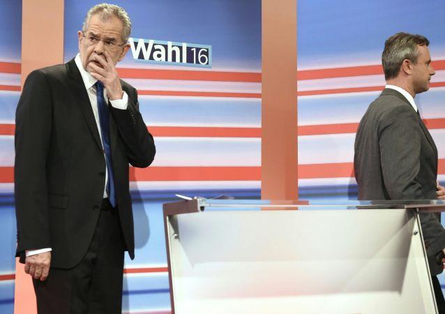 Alexander Van der Bellen i Norbert Hofer podczas debaty telewizyjnej